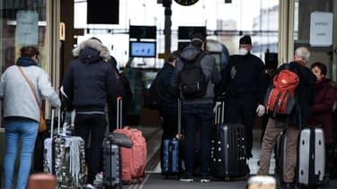 Contrôles renforcés dans les gares parisiennes pour faire respecter le confinement
