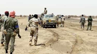 L'armée malienne patrouille entre Gao et Kidal, en juillet 2013.