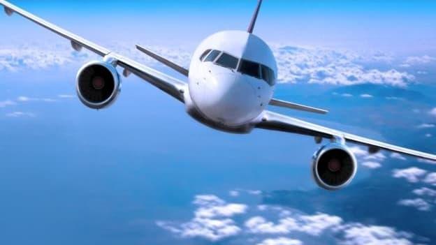 Des matériaux composites aux plateaux jetables, tous les moyens sont bons pour alléger le poids d'un avion et limiter par conséquence la consommation de carburants.