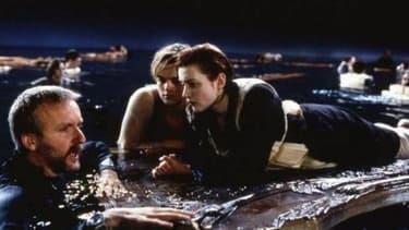 James Cameron sur le tournage de Titanic, avec Kate Winslet et Leonardo Di Caprio.