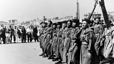 Des soldats nord-africains de l'armée française à Marseille en août 1944.