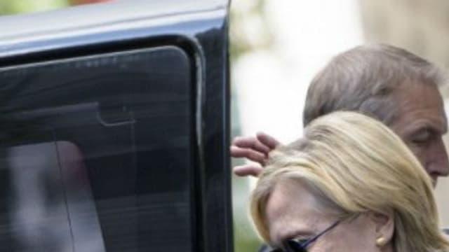 Hillary Clinton sort de l'appartement de sa fille, Chelsea, après son malaise à Ground Zero.
