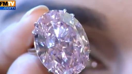 Sotheby's met aux enchères un diamant rose de 59,6 carats.