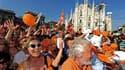 """Partisans du candidat de gauche Giuliano Pisapia célèbrant sa victoire contre la maire sortante, Letizia Moratti, membre du Peuple de la liberté (PDL), le parti de Silvio Berlusconi. Ce cuisant revers du """"Cavaliere"""" dans son fief de Milan symbolise la dér"""