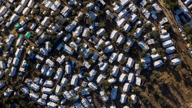 Vue aérienne du camp de réfugiés de Moria, sur l'île de Lesbos, où plus de 18.000 personnes stagnent à l'approche de l'hiver, le 1er décembre 2019
