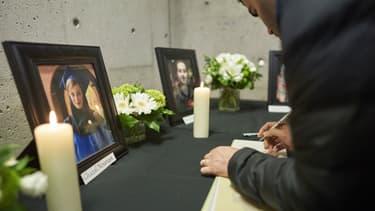Rassemblement à London , dans l'Ontario, après la mort de 63 Canadiens dans un crash mercredi 8 janvier