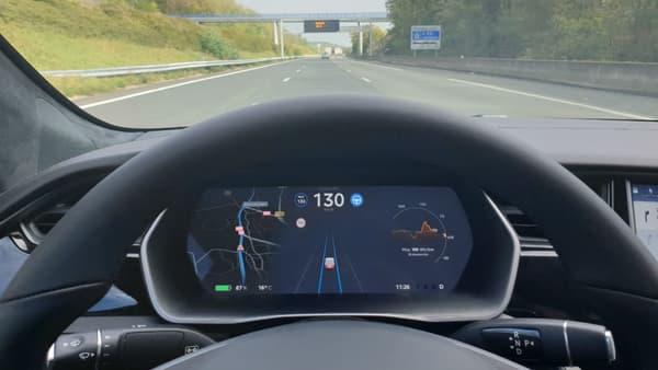 L'autopilot reste un bon assistant de conduite sur autoroute.