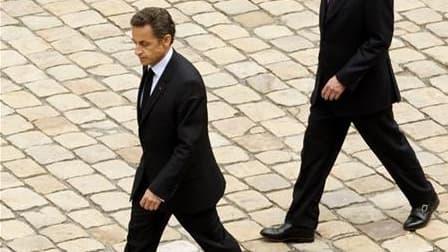 Nicolas Sarkozy n'a pas encore décidé s'il maintiendrait ou non François Fillon à la tête du gouvernement à l'occasion du prochain remaniement, envisagé maintenant pour novembre, d'après le secrétaire général de l'Elysée Claude Guéant. /Photo d'archives/R