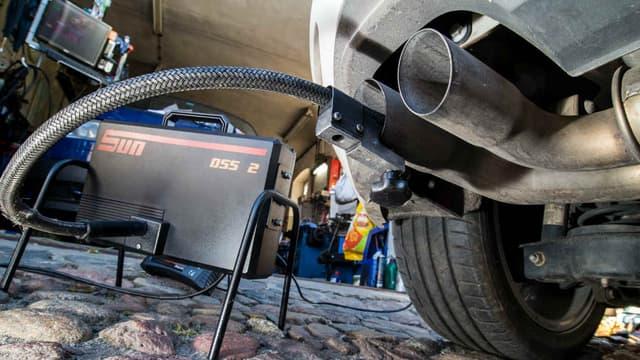 Normes plus sévères, quota de voitures électriques à vendre, les députés européens veulent imposer des normes  en matière d'émissions plus sévères au secteur automobile.