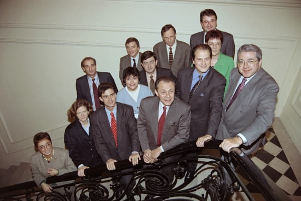 Garde rapprochée. Confirmé à la tête du PS en octobre 1993, Michel Rocard veut s'appuyer sur le parti pour appliquer sa politique d'ouverture aux centristes et aux écologistes.