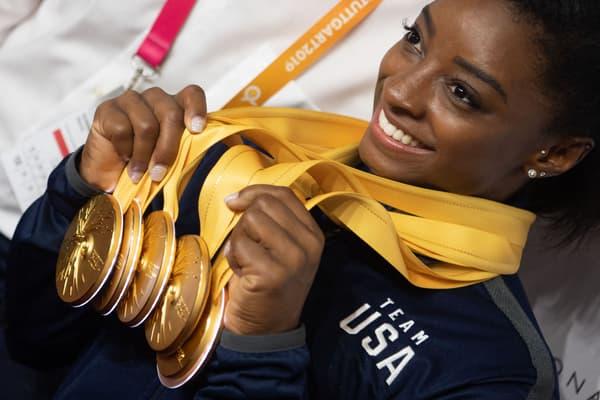 Simones Biles présente sa moisson d'or lors des Mondiaux 2019