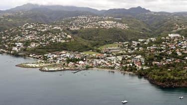 Vue aérienne prise le 11 avril 2011 de la ville de Schoelcher en Martinique.