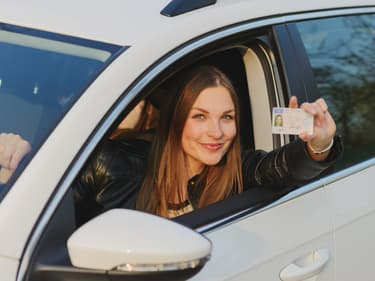 """Assurance auto : le contrat """"jeune conducteur"""" est-il plus cher ?"""