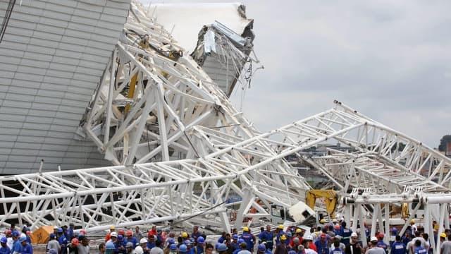 La chute d'une grue sur le stade des Corinthians a fait deux morts et un blessé