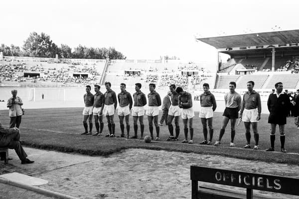 L'équipe de France avant la demi-finale de l'Euro 1960 perdue 4-5 contre la Yougoslavie