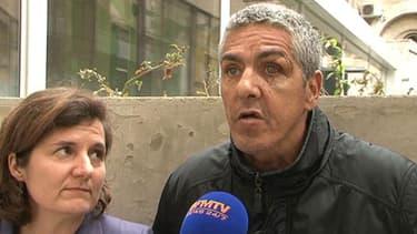 Sami Nacery, l'oeil visiblement abimé à la sortie de sa garde à vue. A sa gauche, son avocate.