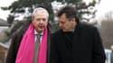 Philippe Esnol, à droite, dans une rue de Conflans-Sainte-Honorine en compagnie de Jean-Paul Huchon, président de la région Ile-de-France.