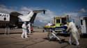 Deux patients en réanimation atteints du Covid-19 ont été transférés par avion vendredi de Marseille à Strasbourg.