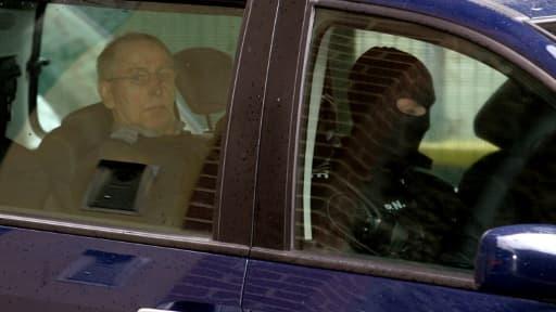 Michel Fourniret, le 29 mai 2008, arrive au tribunal de Charleville-Mézières