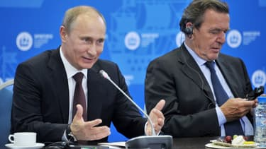 Gerhard Schröder est un proche de Vladimir Poutine.