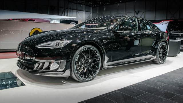 Votre Tesla Model S au look si classe et discret prend une grosse dose de noir et d'agressivité Brabus.