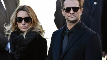 Laura Smet et David Hallyday le 9 décembre 2018, lors des obsèques du rockeur à Paris.