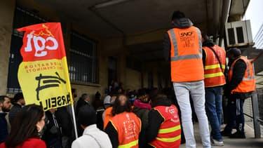 Les organisations syndicales de la SNCF souhaitent désormais avoir Édouard Philippe comme interlocuteur. (image d'illustration)