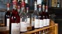 Vieilles bouteilles d'Armagnac du château de Laubade, dans le Gers. Marque de fabrique de l'armagnac sur le marché des spiritueux, le millésime est devenu un argument de vente pour la célèbre eau-de-vie gasconne, qui mise sur ces bouteilles datées pour sé