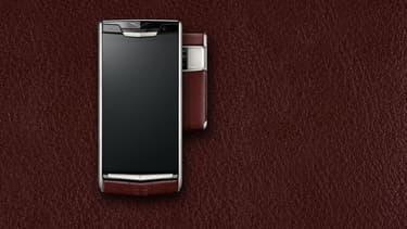 En moyenne, chaque smartphone vendu par Vertu coûte 6.000 euros. Son dernier modèle, le Signature Touch, débute au prix de 8.400 euros.