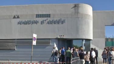 La maison d'arrêt de Nîmes a reçu la visite de Manuel Valls et de Jean-Jacques Urvoas