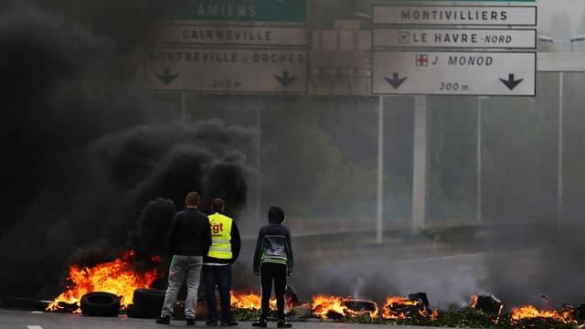 Les blocages devraient se poursuivre dans l'ouest de la France jeudi 19 mai.