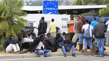 Des migrants à la frontière française