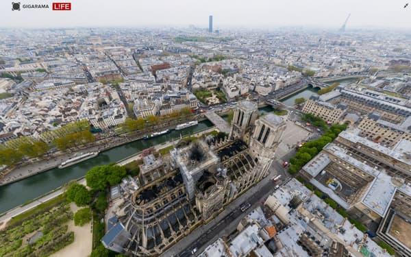 Vue de Paris et de la cathédrale Notre-Dame endommagée par l'incendie du lundi 15 avril 2019.