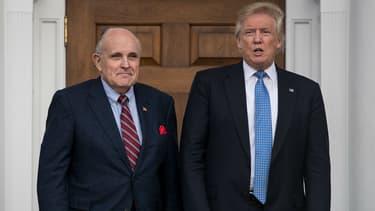 L'ancien maire de New York Rudy Giuliani aux côtés de Donald Trump à Bedminster, le 20 novembre 2016