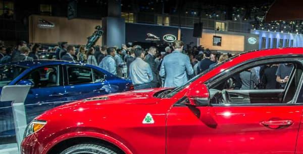 Côté esthétique, le designer d'Alfa Romeo Scott Kruger a insisté sur le côté émotionnel du Stelvio, le retour à l'ADN de passion d'Alfa Romeo.