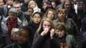 La priorité du gouvernement après l'annonce par le groupe PSA Peugeot Citroën de suppressions d'emplois massives doit être d'explorer toutes les pistes du dialogue social, estiment les Français d'après un sondage Ifop pour L'Humanité diffusé dimanche. /Ph