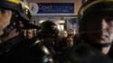 Des CRS protègent la permanence du candidat FN David Rachline, dimanche à Fréjus, après sa victoire au second tour des municipales.