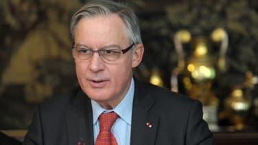 Christian Noyer estime que les baisses de taux de la BCE doivent se réfléter dans l'épargne.