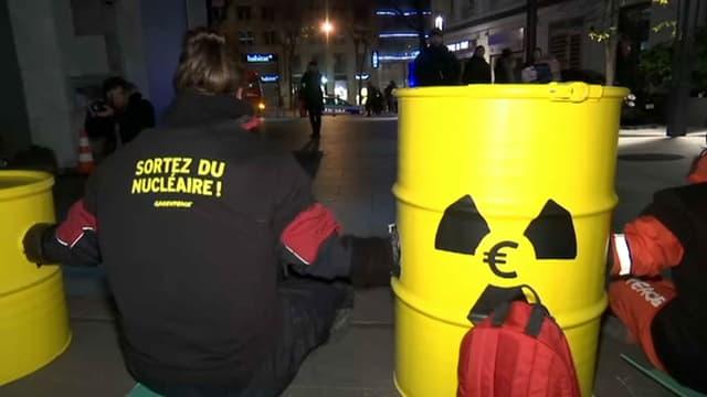 Des militants de Greenpeace ont bloqué ce mercredi le siège parisien d'EDF.
