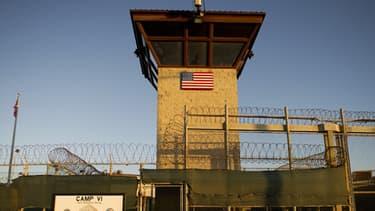 Un des miradors de la prison de Guantanamo le 19 janvier 2012.