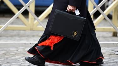 Un cardinal sortant de la réunion pré-conclave, le 7 mars, au Vatican