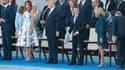 La tribune officiel du défilé du 14 Juillet ou siègent les couples présidentiels, américain et français.