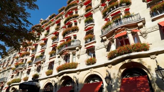 Le Plaza Athénée investit près de 200 millions d'euros dans des travaux d'agrandissement et de décoration.