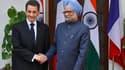 Le Premier ministre indien Manmohan Singh et Nicolas Sarkozy, à New Delhi. Le montant total des contrats conclus ou sur le point d'être conclus avec New Delhi s'élève à 15 milliards d'euros, a-t-on appris auprès de l'Elysée, au troisième jour de la visite