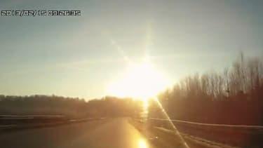 Un Russe a filmé l'arrivée de la météorite vendredi.