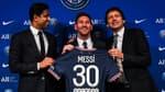 Nasser Al-Khelaïfi, Lionel Messi et Leonardo, à Paris le 11 août 2021