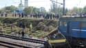 Une collision entre un car et un train de marchandises près de la ville industrielle de Marhanets, dans l'est de l'Ukraine, a fait 41 morts, dont deux enfants. /Photo prise le 12 octobre 2010/REUTERS/Pool