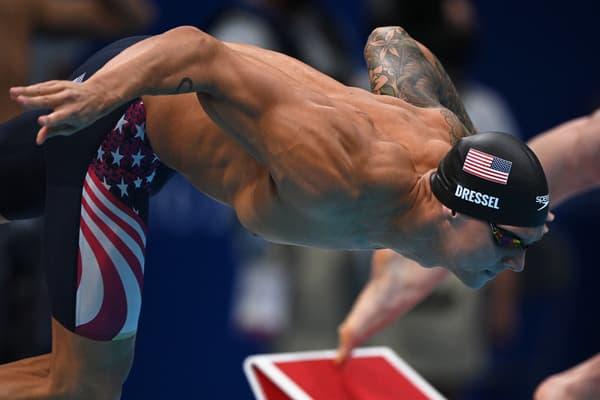 Caeleb Dressel lance l'équipe américaine en finale du relais 4x100 mètres nage libre aux JO de Tokyo en août 2021