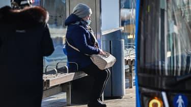 Une moscovite portant un masque.