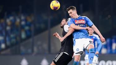 Miralem Pjanic et Arkadiusz Milik lors d'un match Naples-Juventus, le 26 janvier 2020